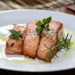 中国のレストランで鮭を食べた男性のお尻がタイヘンなことに?!
